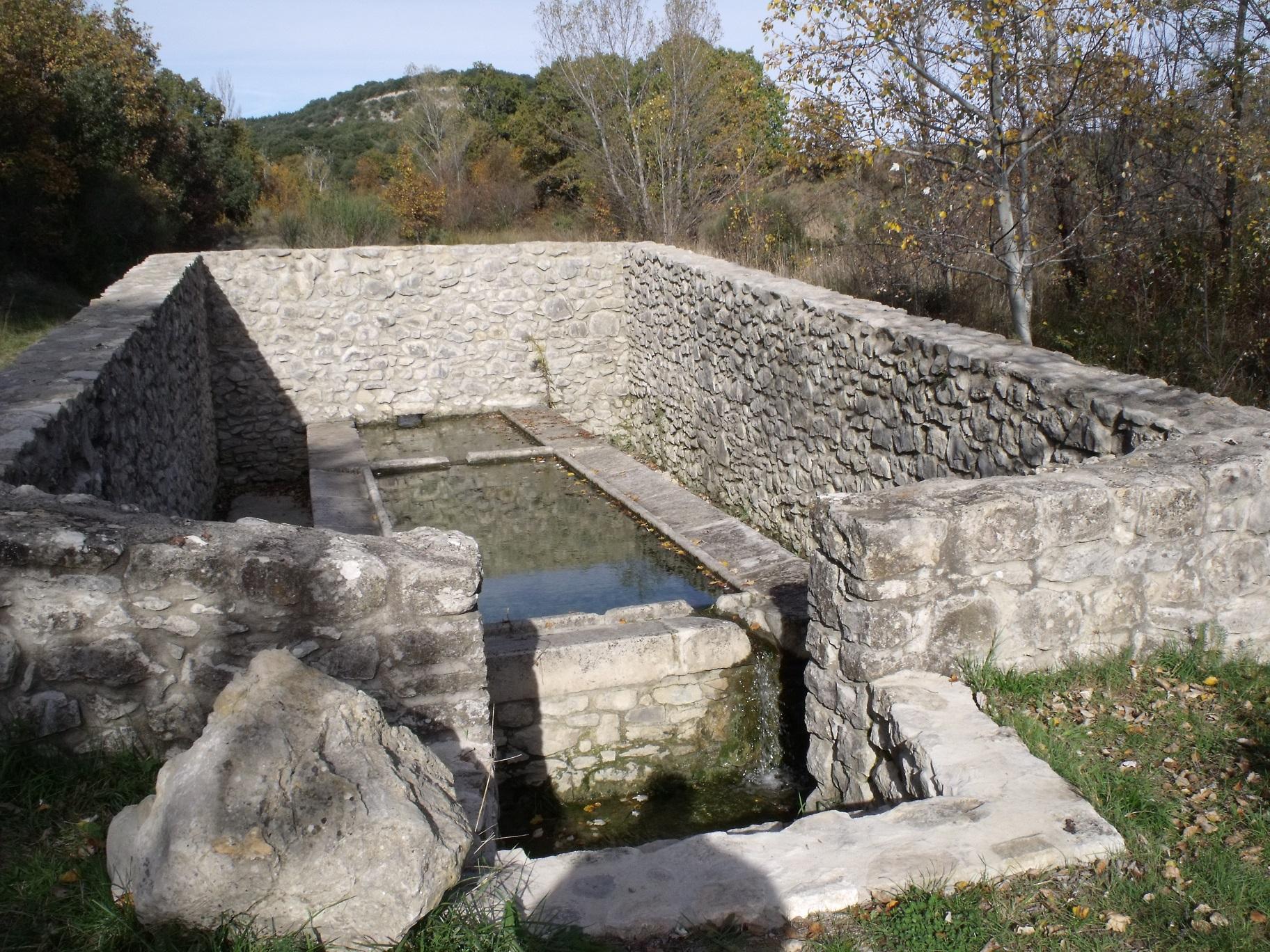 lavoir-sur-le-hameau-du-puget