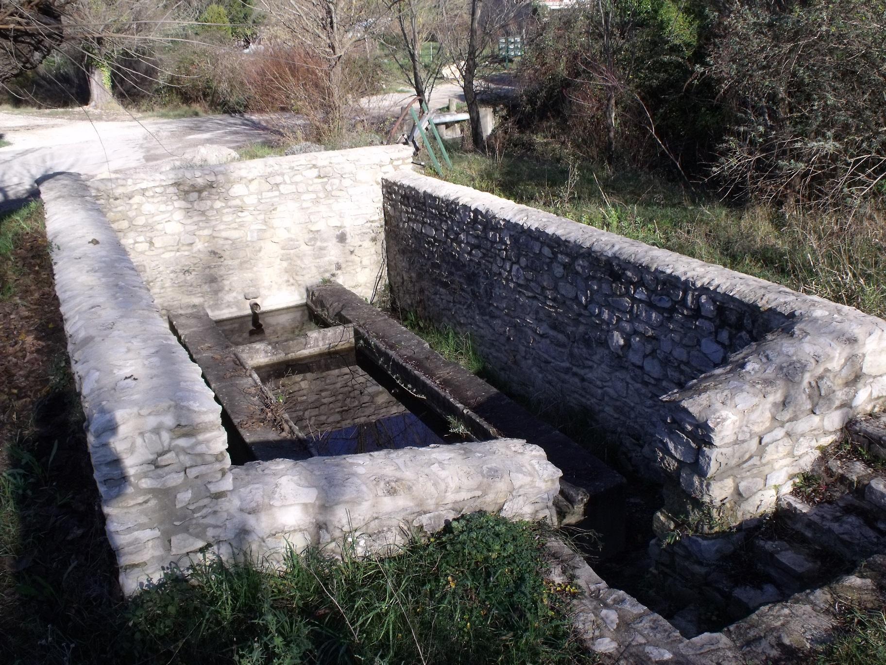 lavoir-au-hameau-du-mas-de-lancienne-eglise